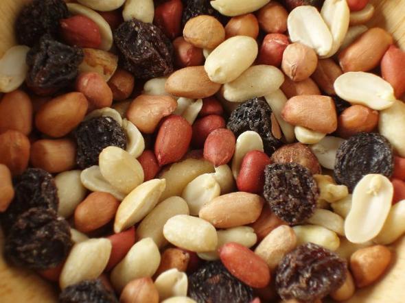nuts_and_rasins
